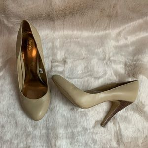Mossimo beige pumps